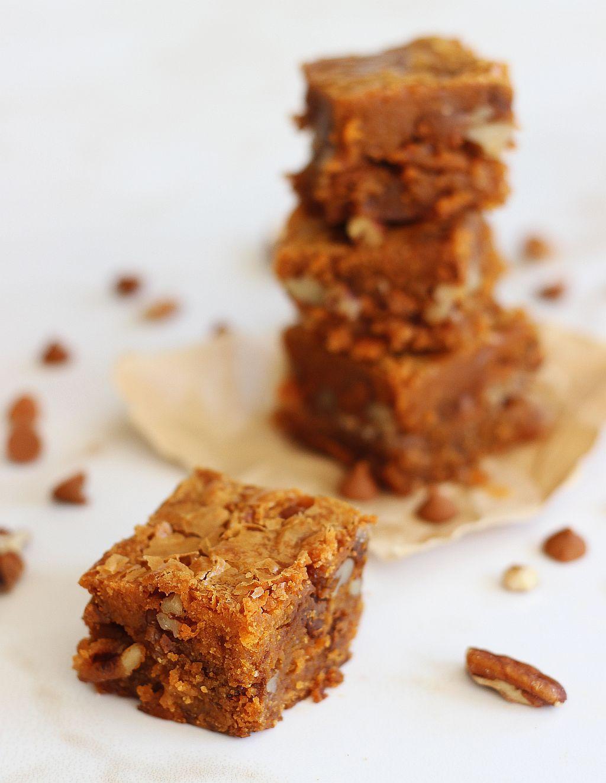 Cinnamon Chip Blondies with Brown Sugar Pecan Streusel