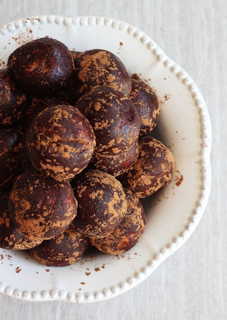 healthy chocolate peanut butter protein balls 11