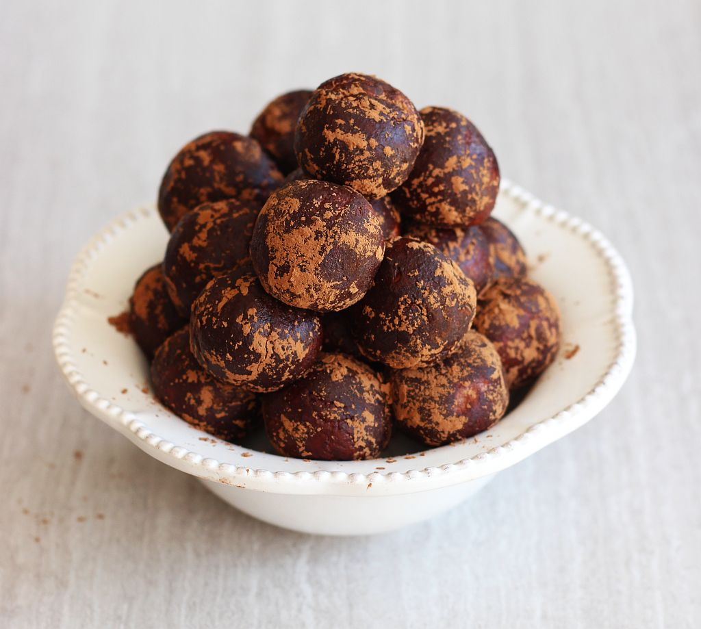 healthy chocolate peanut butter protein balls 9