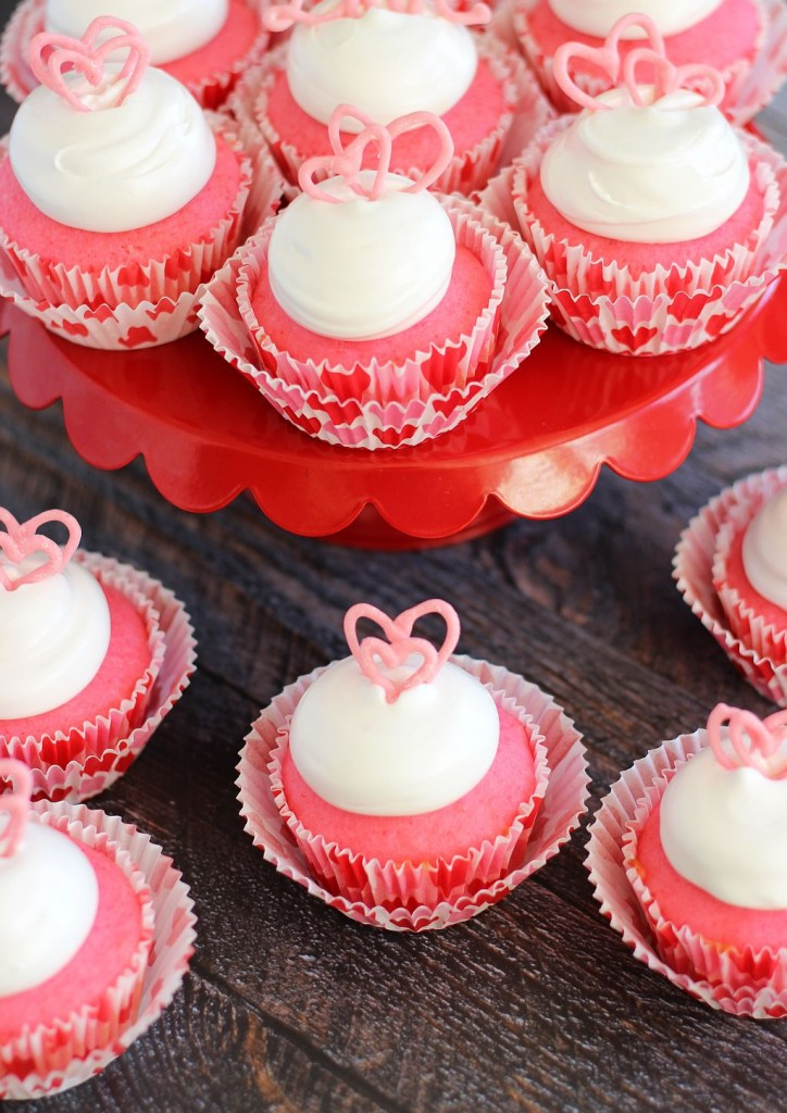 pink champagne cupcakes with marshmallow frosting and chocolate hearts 25