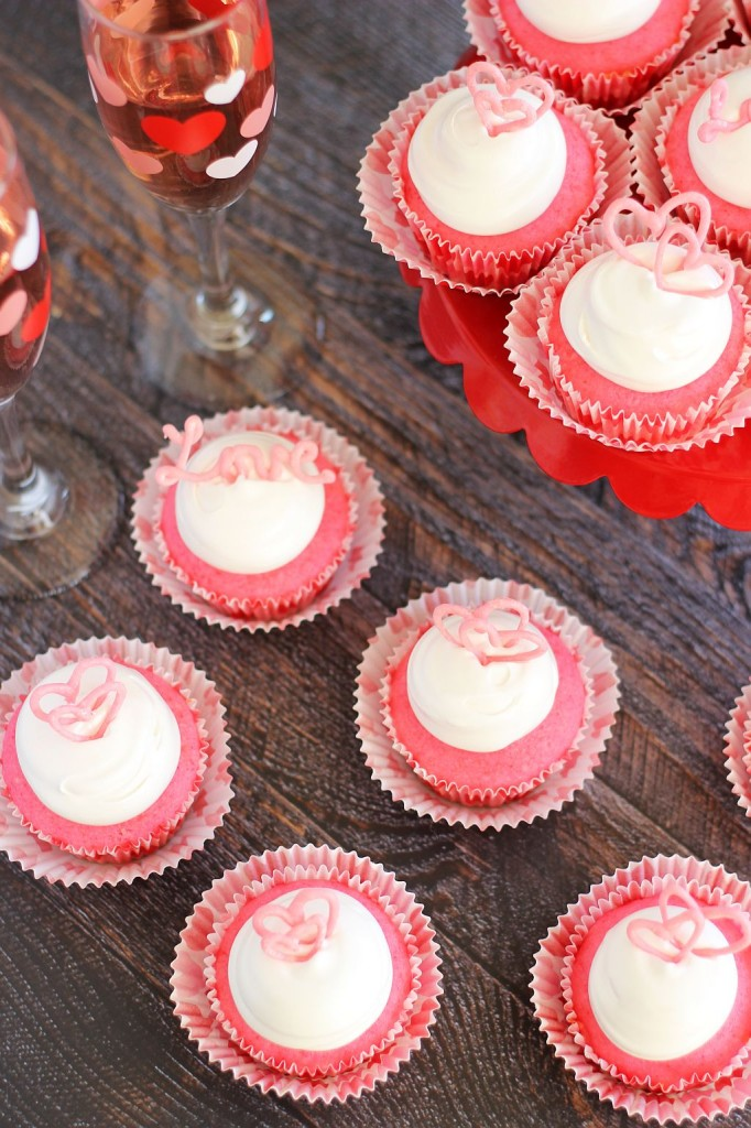 pink champagne cupcakes with marshmallow frosting and chocolate hearts 7