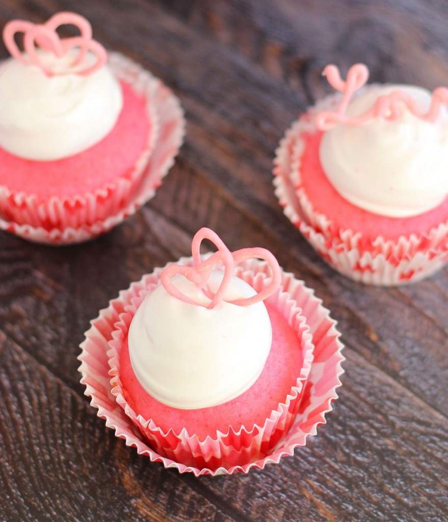 pink champagne cupcakes with marshmallow frosting and chocolate hearts 9