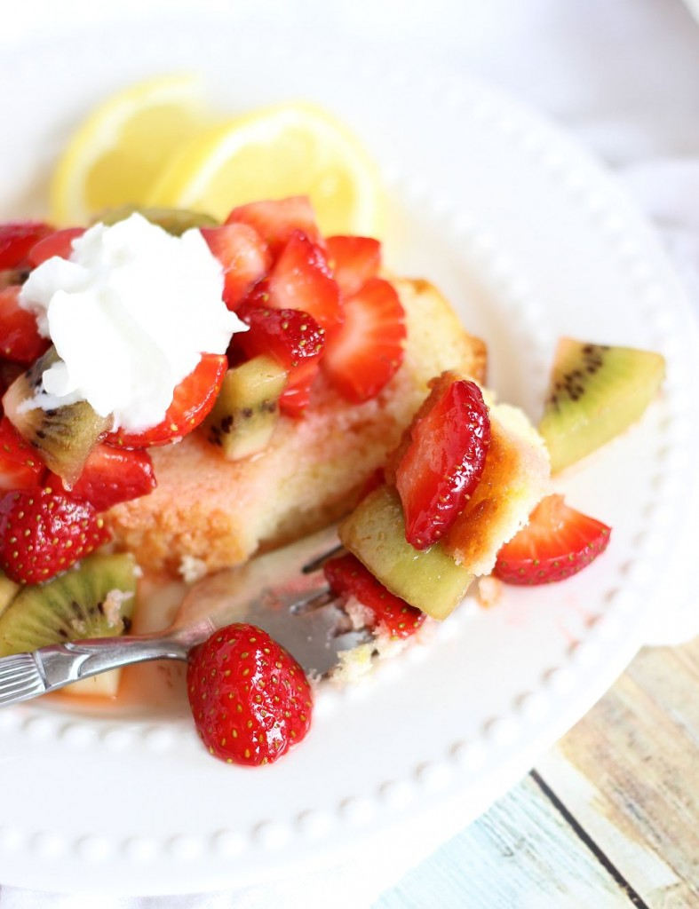 lemon pound cake with strawberry kiwi sauce 23