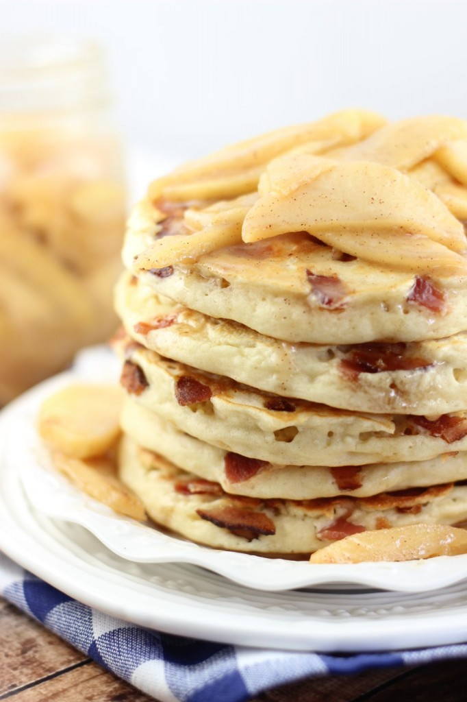 bacon pancakes with caramelizezd apples 11