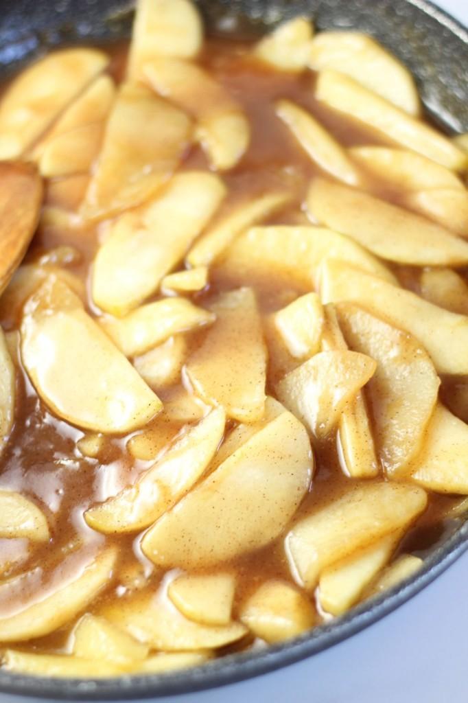 apple pie cinnamon roll cobbler (1)