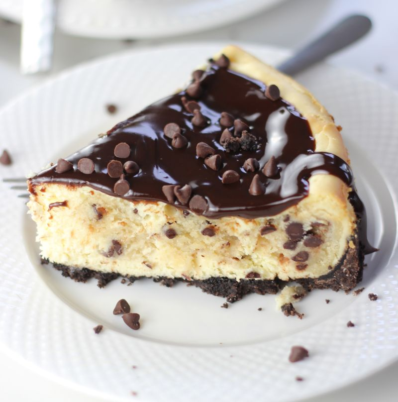 ... chocolate cookie crust. This Chocolate Chip Cookie Dough Cheesecake is