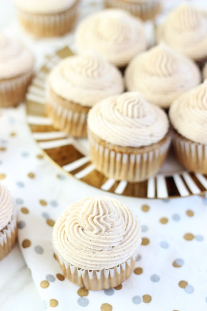 apple pie cupcakes with snickerdoodle frosting 30