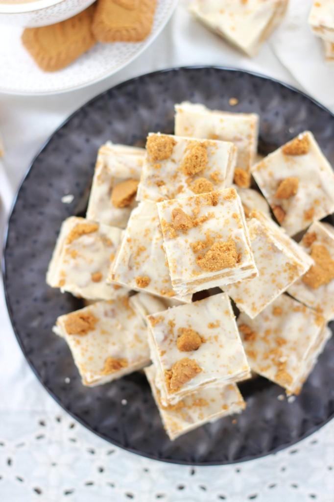 5-minute biscoff cinnamon bun fudge 7