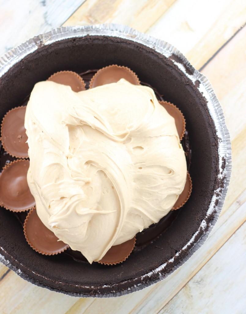 no bake peanut butter cup fudge pie 2