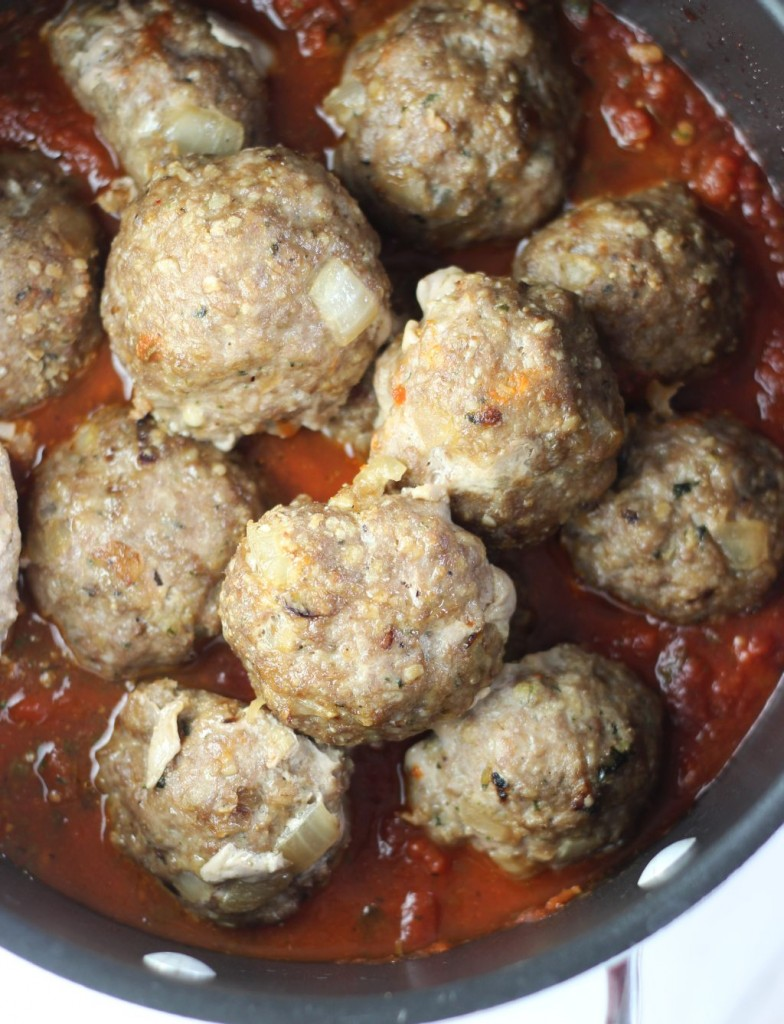 turkey meatball sliders with cabernet sauce (3)