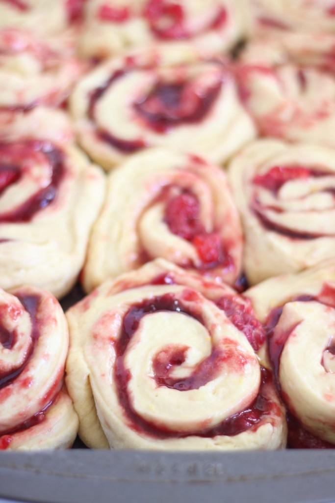 lemon raspberry sweet rolls with lemon mascarpone frosting 2