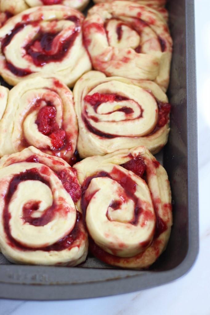 lemon raspberry sweet rolls with lemon mascarpone frosting 4