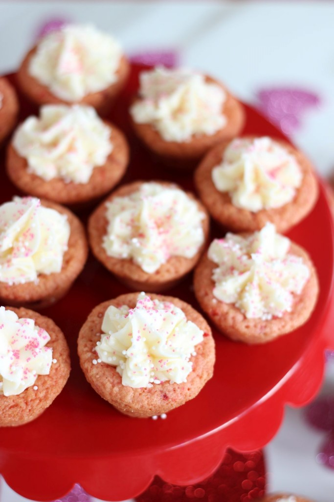strawberry cookie cups with white chocolate buttercream 11
