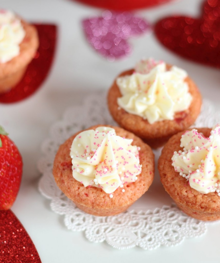 strawberry cookie cups with white chocolate buttercream 14