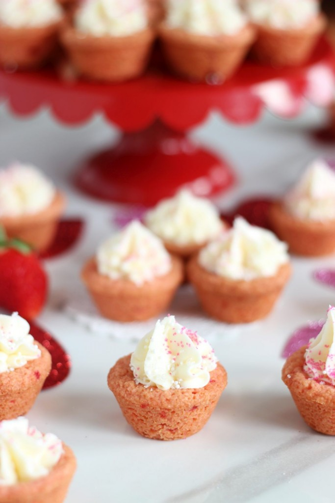strawberry cookie cups with white chocolate buttercream 6