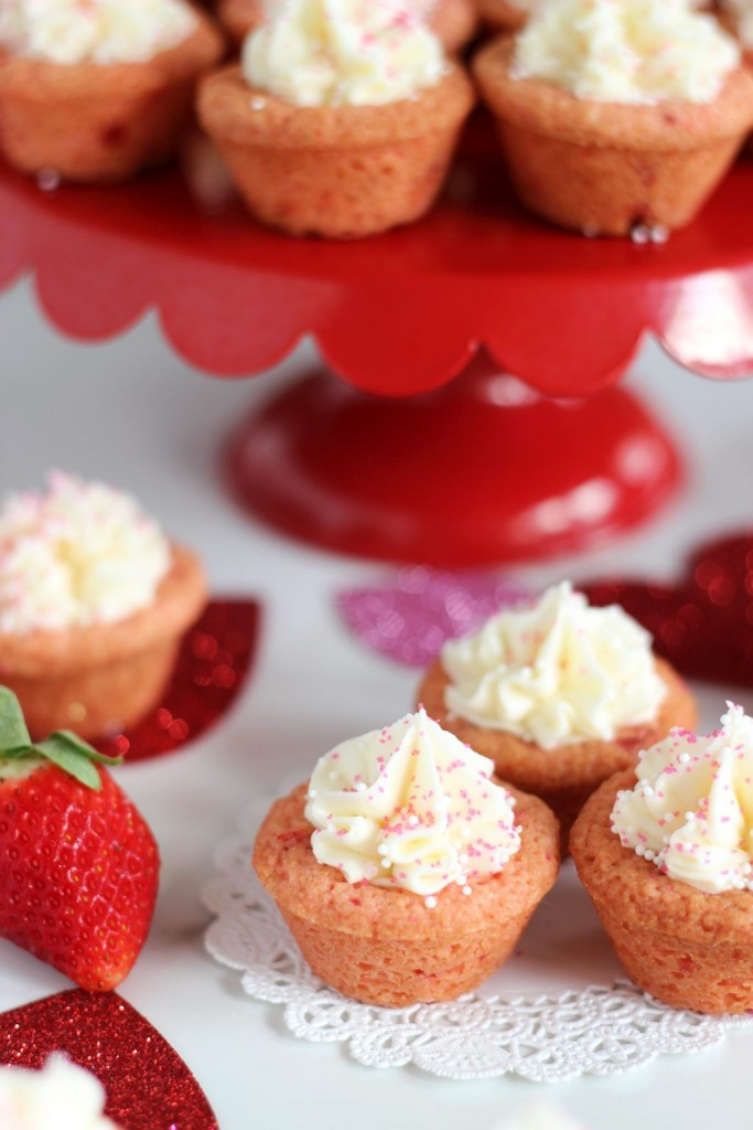 strawberry cookie cups with white chocolate buttercream 9
