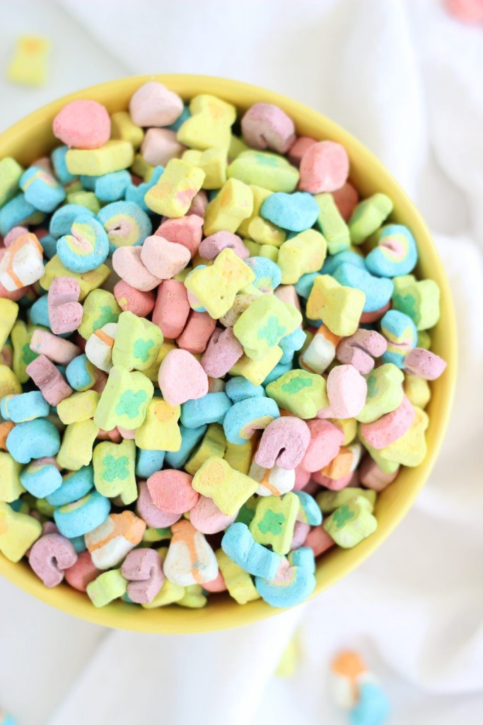 lucky charms cupcakes with marshmallow frosting 1
