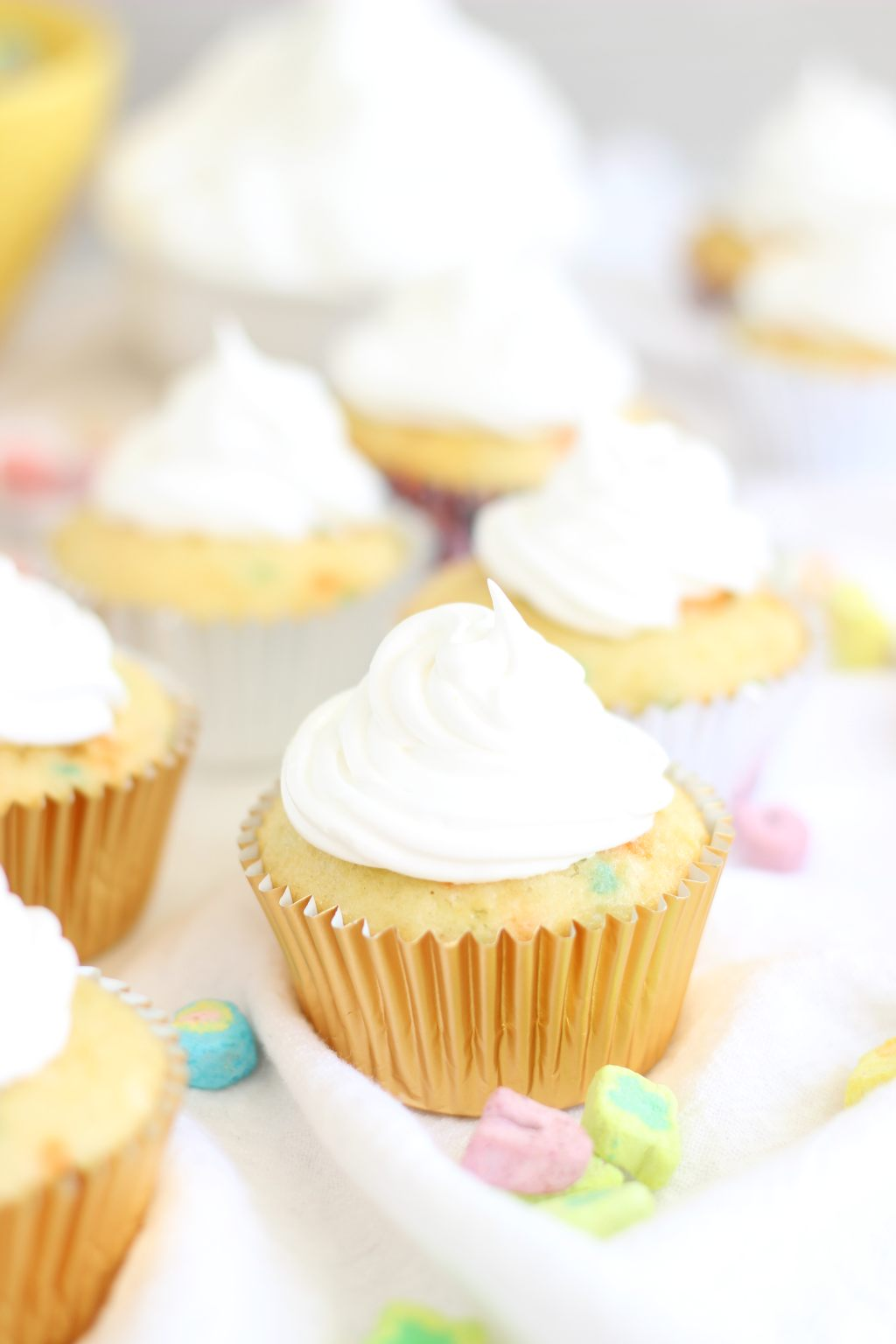 Lucky Charms Cupcakes with Marshmallow Frosting – Dan330