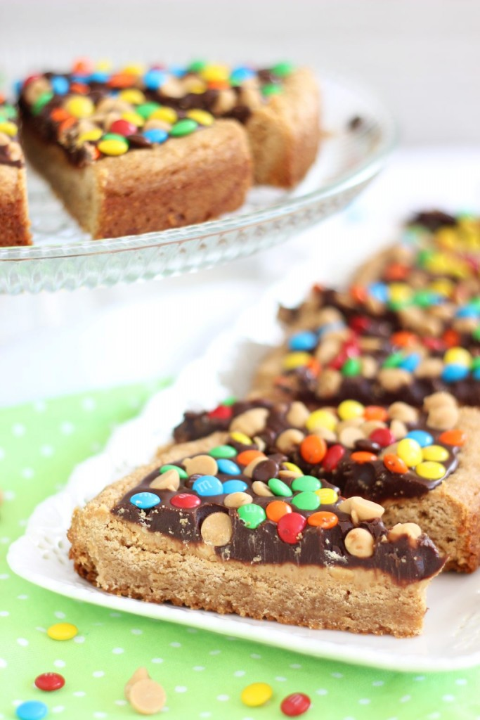 chocolate peanut butter cookie pizza (16)