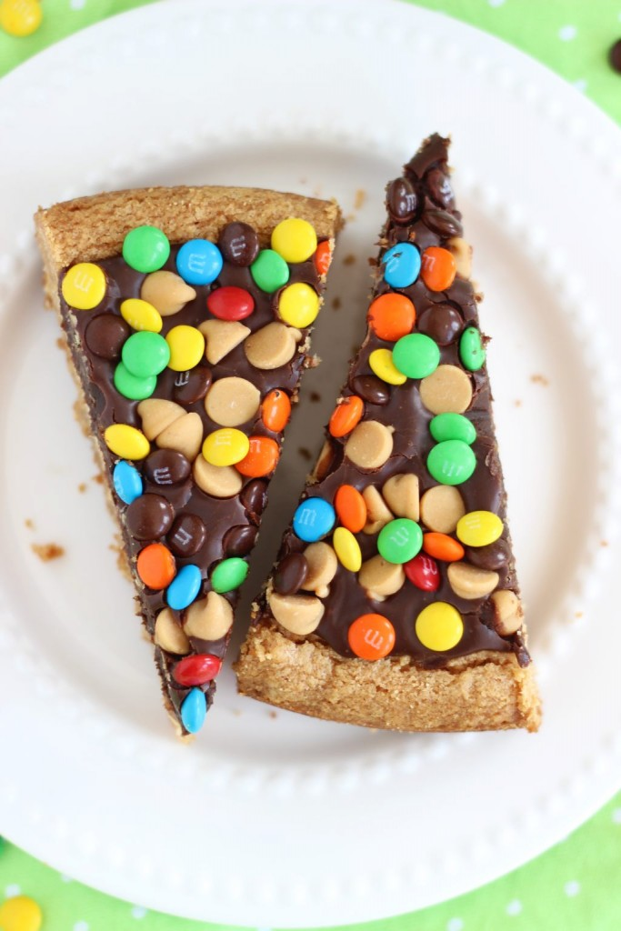 chocolate peanut butter cookie pizza (23)