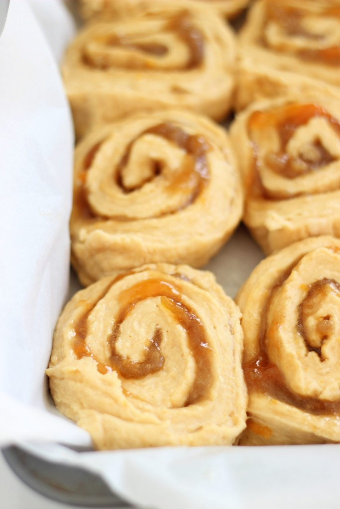 orange sweet rolls with orange cream cheese glaze 1
