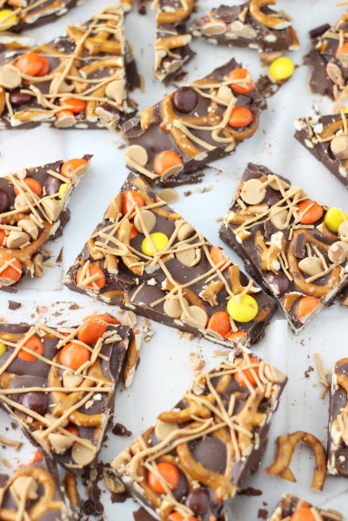 chocolate peanut butter pretzel bark 9