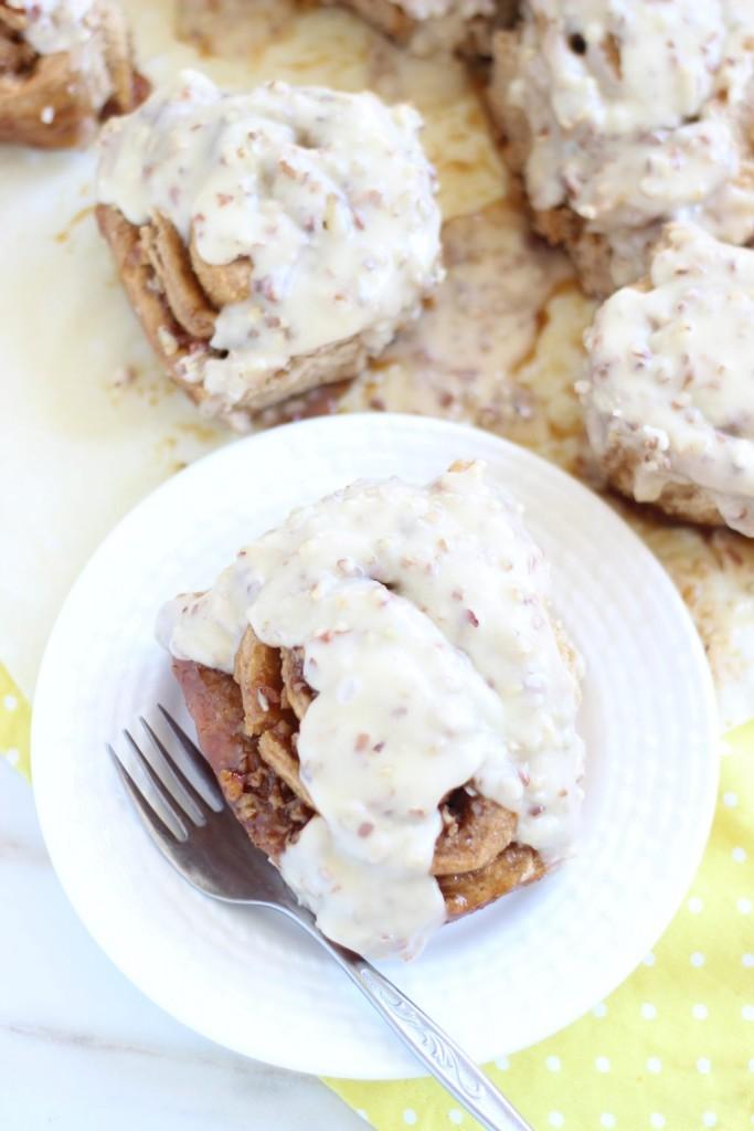 glazed butter pecan cinnamon rolls 21