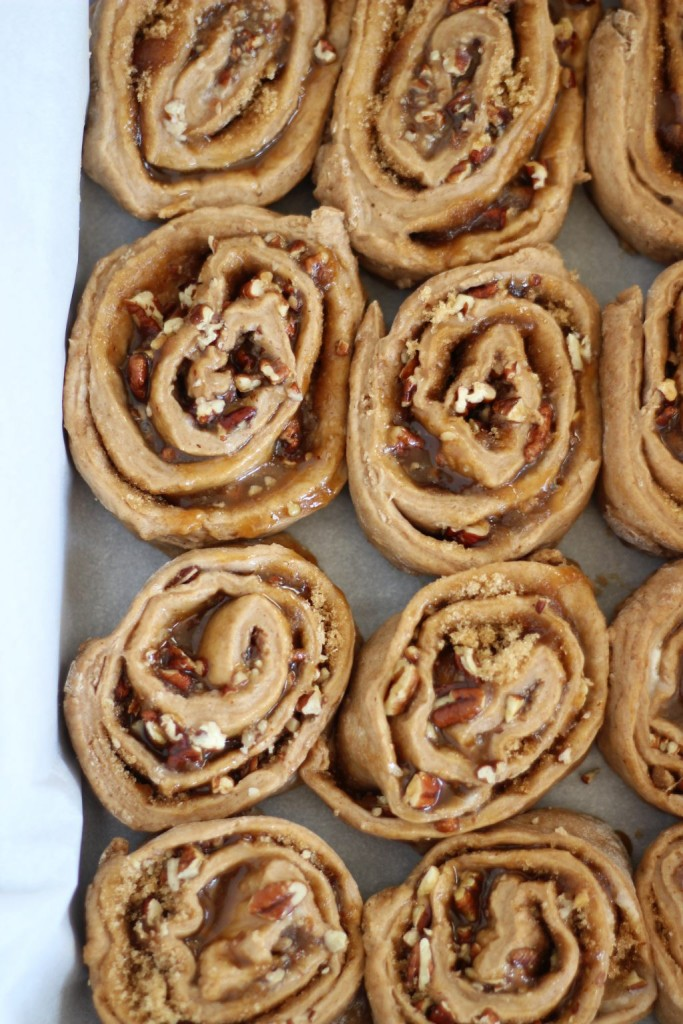 glazed butter pecan cinnamon rolls 4