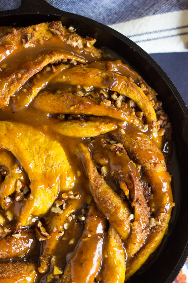 Giant Pumpkin Caramel Pecan Skillet Cinnamon Roll (13)