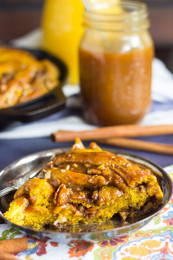 Giant Pumpkin Caramel Pecan Skillet Cinnamon Roll (14)