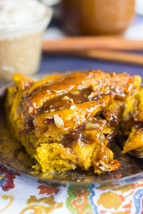 Giant Pumpkin Caramel Pecan Skillet Cinnamon Roll (18)
