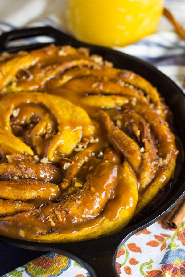 Giant Pumpkin Caramel Pecan Skillet Cinnamon Roll (6)