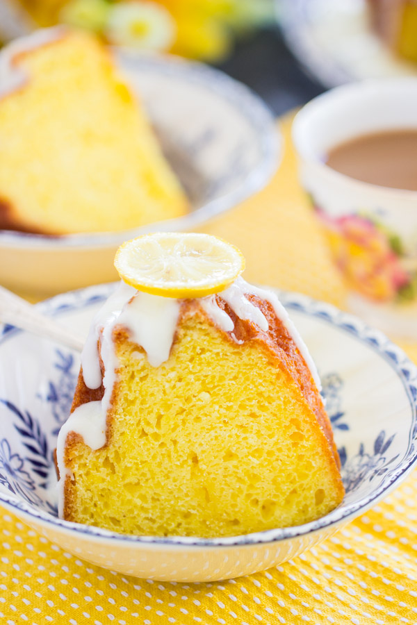 Lemon Bundt Cake image thegoldlininggirl (25)