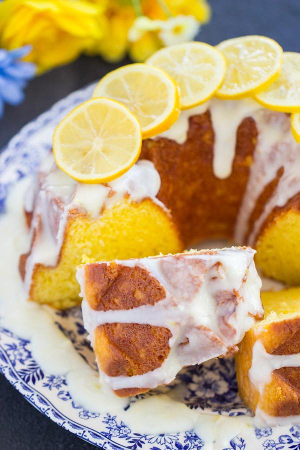 Lemon Bundt Cake image thegoldlininggirl (32)