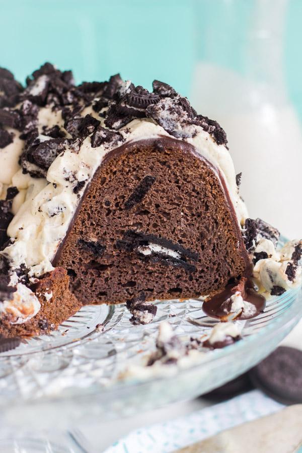 Oreo Bundt Cake recipe image thegoldlininggirl.com (22)