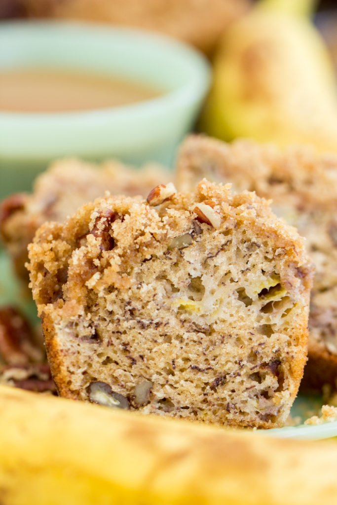 Streusel-Topped Banana Bread Muffins